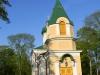 Kirik 2011.a. mais pärast katuse värvimist.